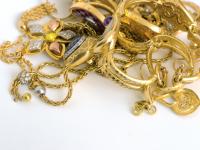 Un chilo di preziosi sequestrato al 'compro oro'