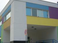 La scuola Pallotta senza telefono né tende alle finestre