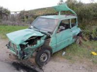 Auto si ribalta dopo l'impatto con un camion, ferite due ragazze