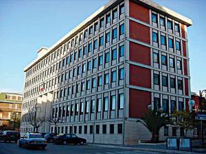 Ogni corte d'appello deve avere tre tribunali, salvo il presidio di Larino