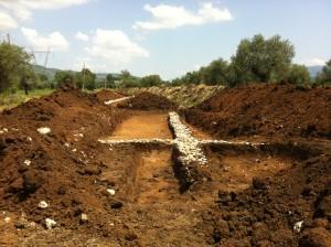 Mura antiche nella Piana, stop al metanodotto
