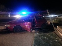 Con l'auto sfondano concessionaria: due ragazzi feriti