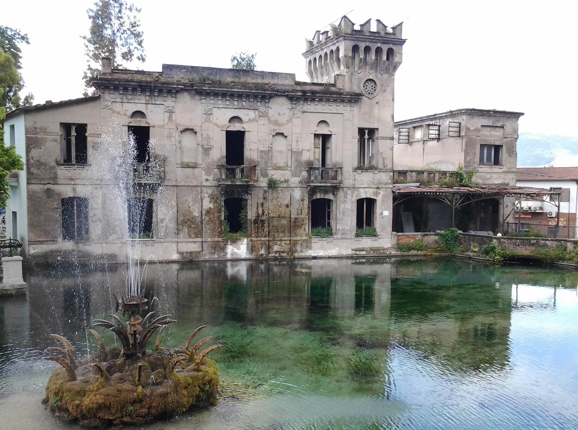 Extracomunitario si lancia nel laghetto di venafro for La casa nel laghetto