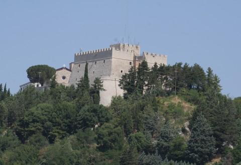 I Cinque Stelle: via le antenne dal Castello Monforte