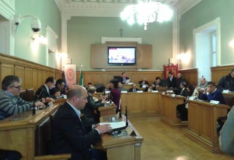 Dipendenti provinciali in bilico, votato un documento a Palazzo Magno