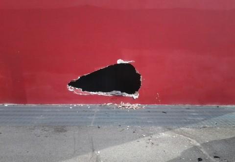 Isernia, 21enne albanese sfonda con la macchina parte dell'Auditorium