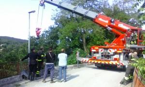 camion ferro burrone santa maria oliveto gru vigili fuoco