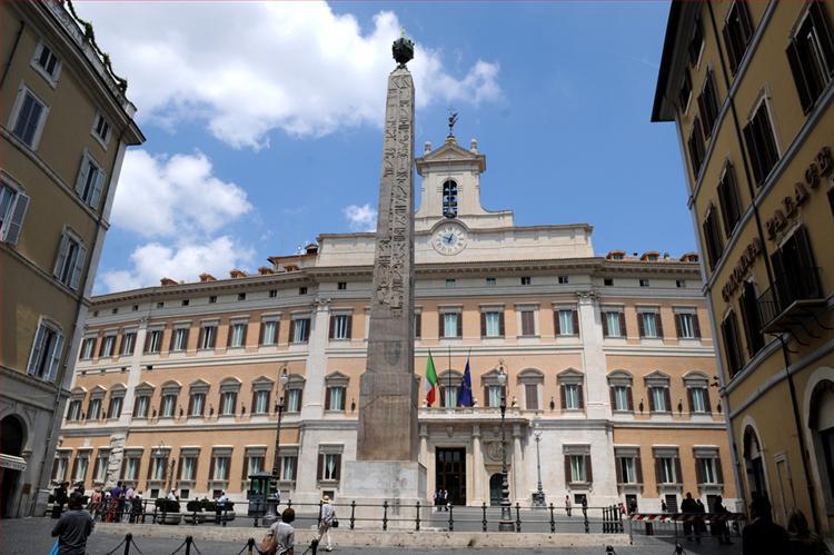 Scuola marted anche i rappresentanti molisani in corteo for Parlamento montecitorio