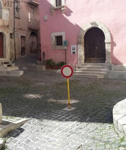 parcheggio chiesa annunziata divieto