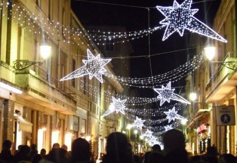 Campobasso si prepara al Natale, domani l'accensione delle luminarie dal Castello Monforte