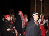 'I Briganti' e 'Verde Auliva' conquistano il quartiere Cep, successo per il carnevale 'de na vota'