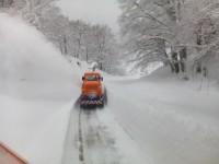 Neve, a Campitello al lavoro per liberare la strada