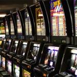 Gioco d'azzardo, arriva la stretta sulle sale slot