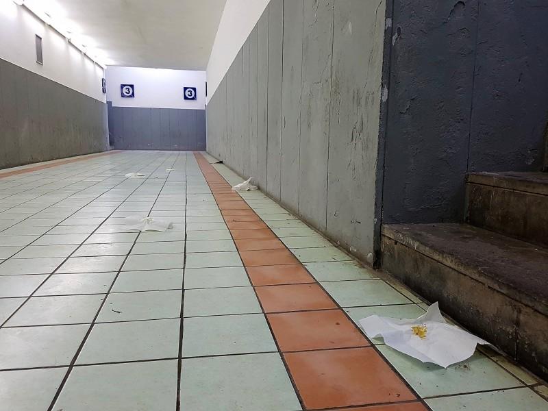 Degrado in stazione a venafro uomo lascia i propri - Cacca nel bagno ...