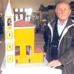 Carlo Ricciardi, l'uomo che ricostruisce chiese in miniatura