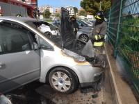 """Termoli, auto a fuoco nel parcheggio del centro commerciale """"Lo Scrigno"""", fiamme domate dal 115"""