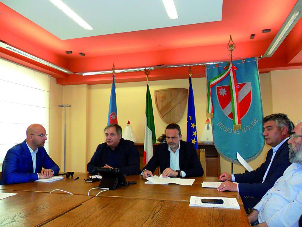 Treni elettrici fino al capoluogo e linea Adriatica più veloce: «Col ministro un passo decisivo»