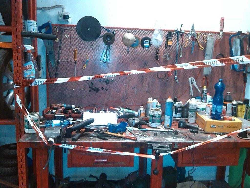 campobasso officina abusiva nel garage di casa scattano