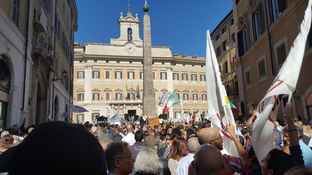 Il Rosatellum avanza fra le proteste: in piazza Manzo e Federico