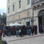 Sindaci, cittadini e studenti in piazza Prefettura a Campobasso contro il «vero lager»