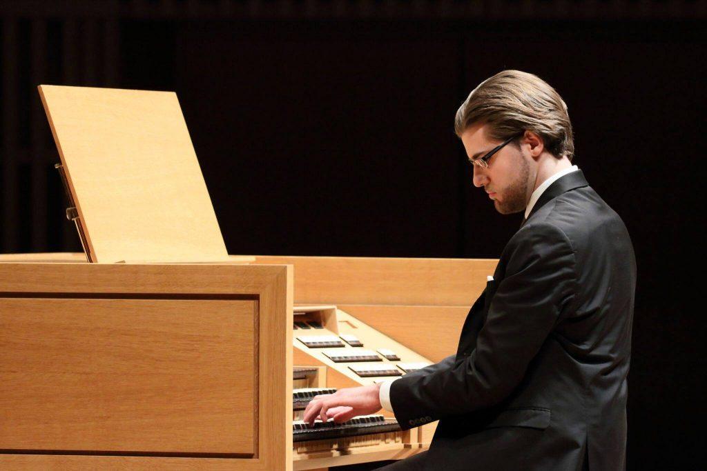 L'organista montaganese Davide Mariano in concerto alla cattedrale Notre-Dame di Parigi