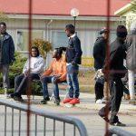 Tempi lunghi per i documenti e cibo poco gradito, scatta la protesta dei migranti a Campobasso