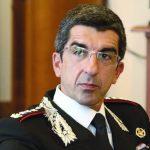 Una sciarpa rossoblù per il generale  dei carabinieri Gianluca Di Niro
