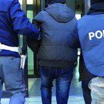 Isernia, minaccia di sgozzare il vicino e poi picchia i poliziotti: arrestato