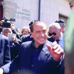 Termoli, Berlusconi si concede alla folla in tripudio