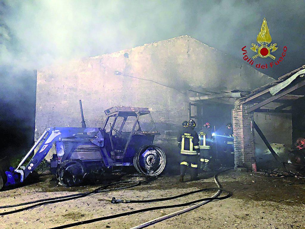 Pozzilli, fienile distrutto dalle fiamme: agricoltore rimane ustionato