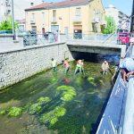 Bojano, migranti ripuliscono il fiume Calderari