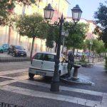 Campobasso, lava l'auto in piazza Municipio: nei guai dipendente della Sea