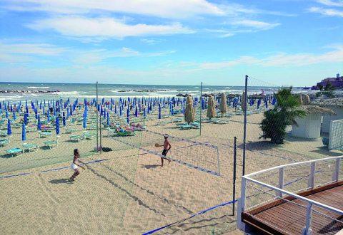 Termoli, si masturba sulla spiaggia: turiste scioccate