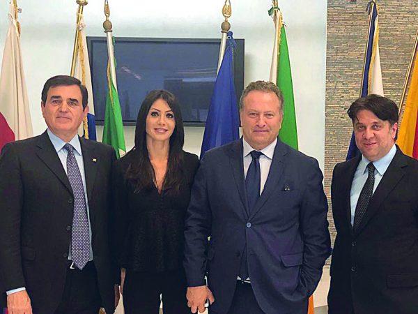 Berlusconi torna in campo e lancia