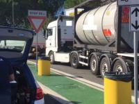 A14, mezzi pesanti in viaggio con pneumatici usurati