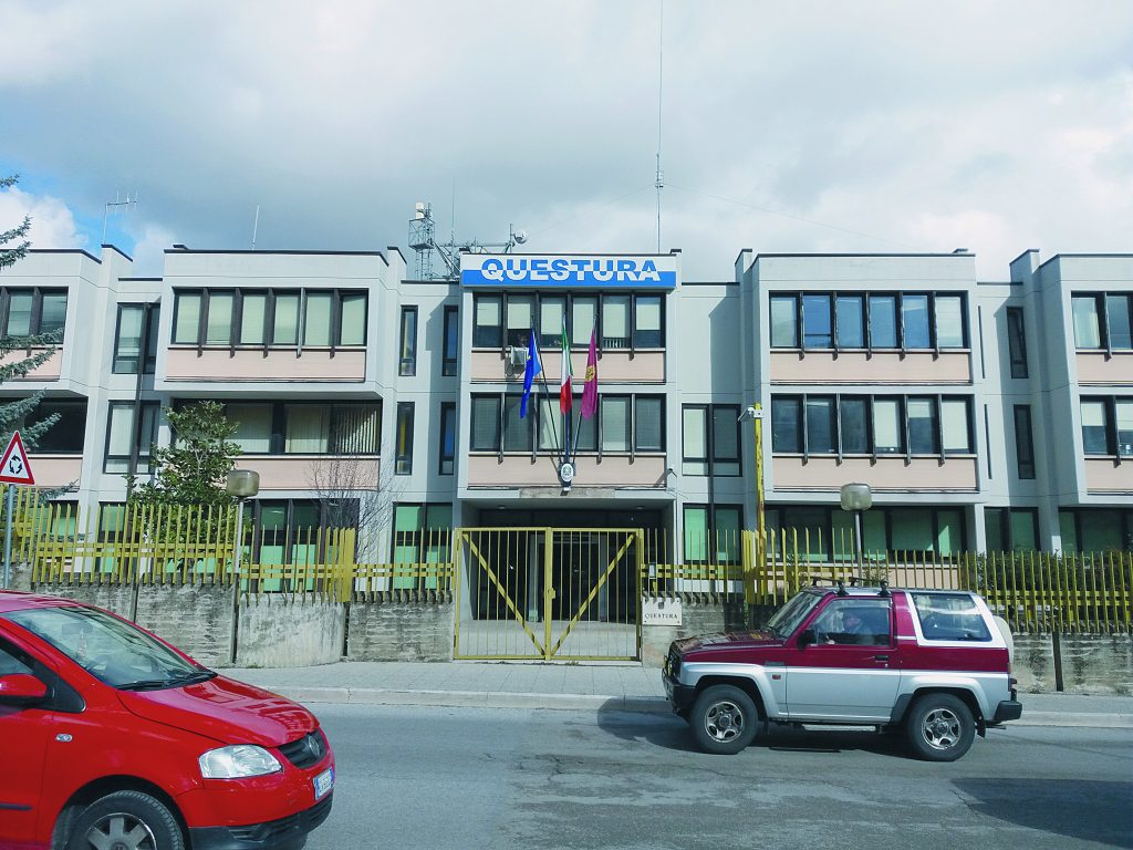 Sottrae 2.200 euro dall'Istituto di Vigilanza per cui lavora, guardia giurata denunciata per furto