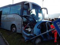 Campochiaro, auto contro pullman carico di studenti sulla statale 17: grave un uomo di 73 anni