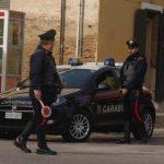 Forza il posto di blocco e finisce con l'auto contro una barriera, 35enne di Colletorto arrestato