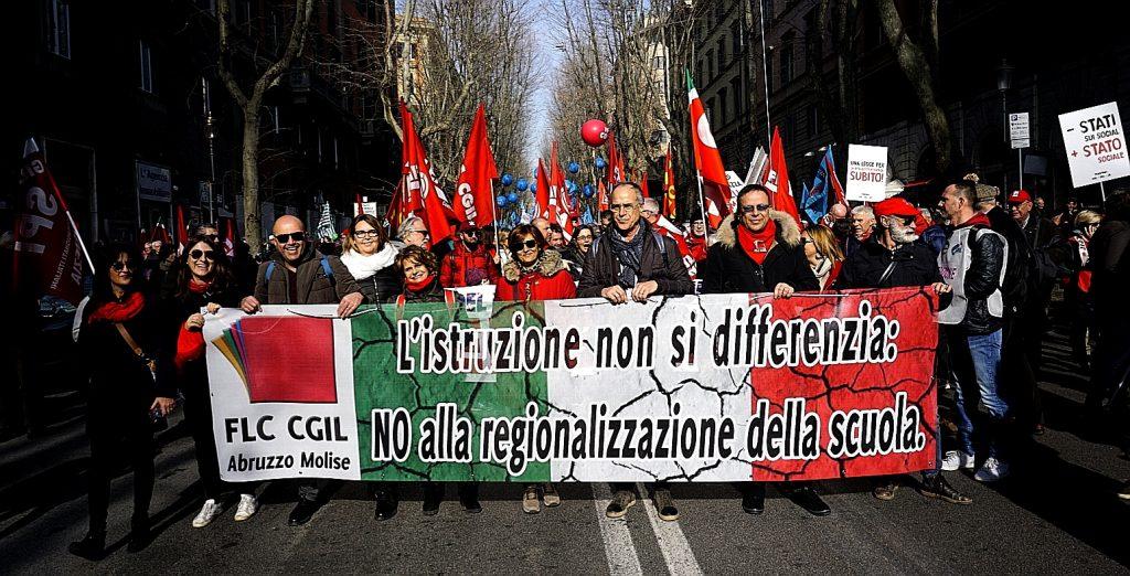 La Flc Cgil in piazza per dare una scossa al governo e dire no alla regionalizzazione della scuola