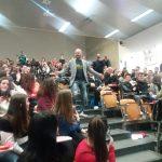 Iniezioni di ottimismo nel tour motivazionale di Luca Abete