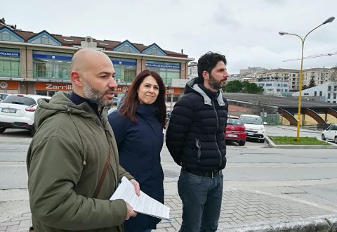 Strade 'rattoppate' a Campobasso, ma il Comune fa finta di niente