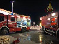 Tre mezzi pesanti distrutti dalle fiamme nella notte: 'giallo' al nucleo industriale di Sessano