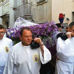 Brividi ed emozioni, la processione del Venerdì Santo commuove la città