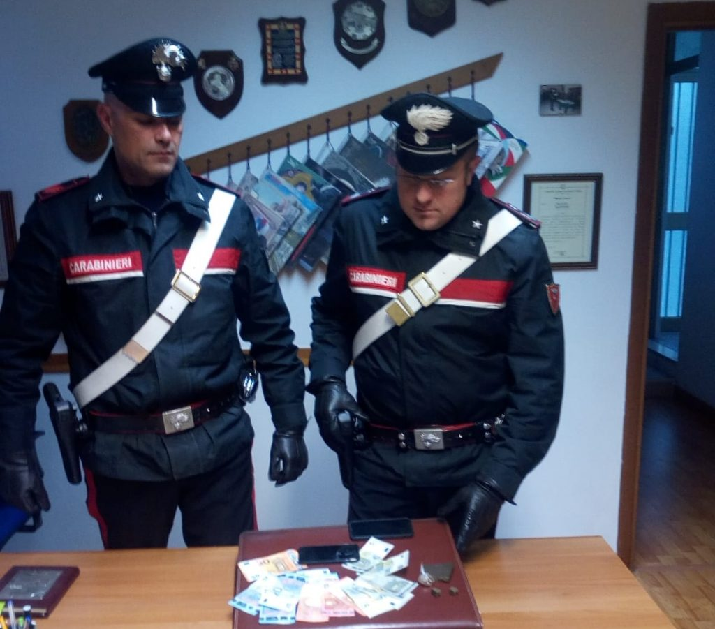 Isernia, nascondevano droga in casa: fermati due studenti-spacciatori