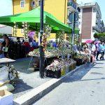 Sua maestà la cipolla regina della festa: migliaia di turisti invadono il capoluogo pentro