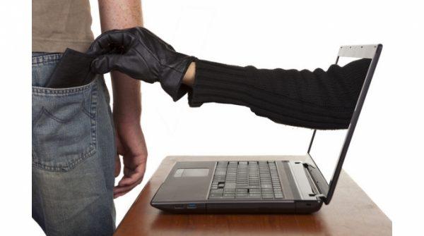 Campobasso, intercetta un bonifico online e si fa accreditare oltre 10mila euro: hacker 22enne nei guai