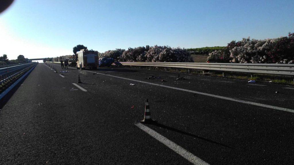 Tragedia sull'A14, auto si ribalta più volte: muore bimba di 10 anni