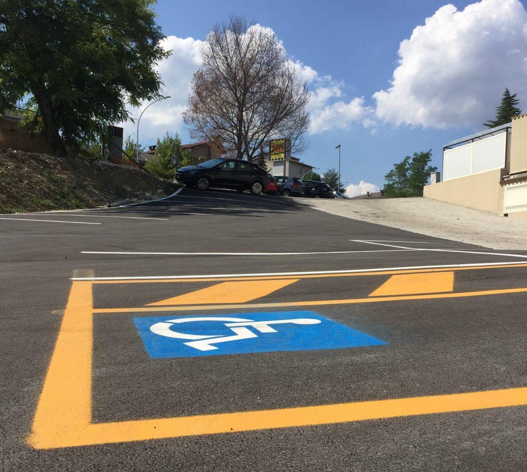 Campobasso, stalli per disabili in pendenza: è ancora bufera sul parcheggio in viale Manzoni