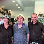 Lino Banfi ospite di amici a Termoli, selfie a sorpresa in una pasticceria del centro