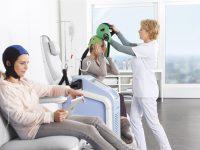Caschetti per evitare l'alopecia durante la chemio, la Regione stanzia i fondi